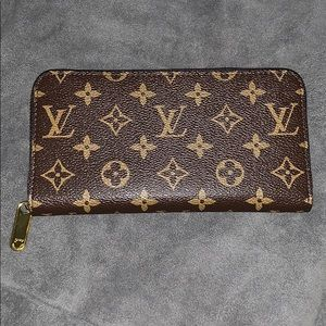 "Louis Vuitton ""Zippy Wallet"""